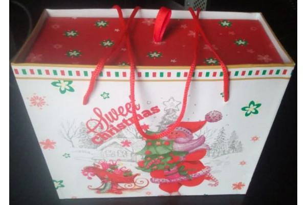 (Set cadou Nou) 2 cesti + 2 farfuriute (punga + cutie cadou)